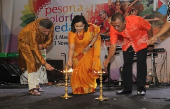 The ceremonial lighting of the diyas as welcoming the celebration of Deepawali by Consul General H.E Dr.Shalia Shah, Director of JNICC Mr. Makrand Shukla, and the Head of tourism Department Bapak Drs. Agus Suryono at Pesona Colorful Medan Jl. Mesjid Raya on 3rd November 2018.