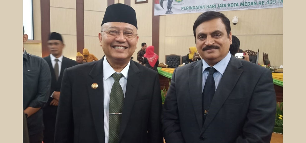 Consul General meets Mayor of Medan during the Special Plenary Session of House of Representatives of Parliament of Medan to commemorate the 429th Anniversary of Medan City on 28 June.