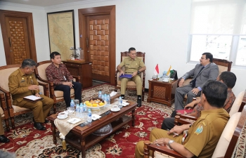 Consul General Raghu Gururaj met Drs Musa Rajekshah, Vice Governor of North Sumatra on 15 July and discussed a wide range of issues to promote bilateral economic and cultural cooperation between India and North Sumatra.