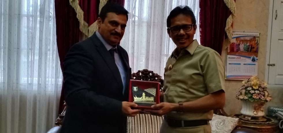 Consul General calls on Governor of West Sumatra